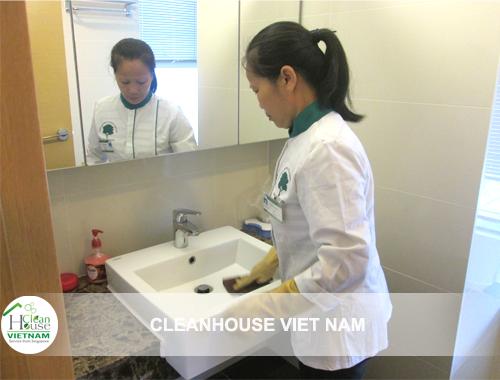 Nhân viên vệ sinh văn phòng hàng ngày cleanhouse
