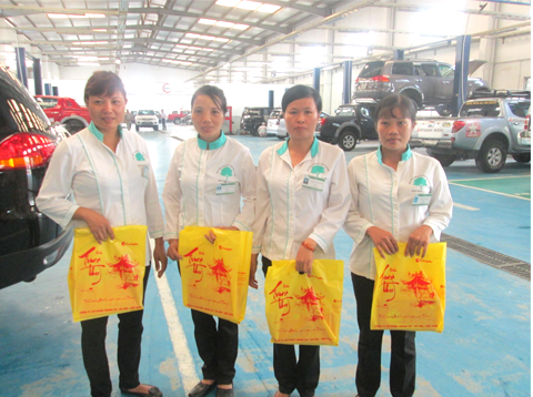 Vệ sinh công nghiệp cleanhouse tặng quà trung thu