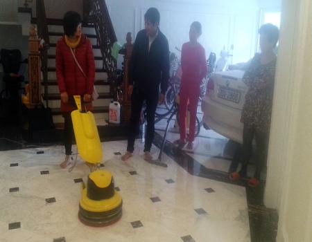 vệ sinh công nghiệp Cleanhouse đào tạo cách đánh sàn