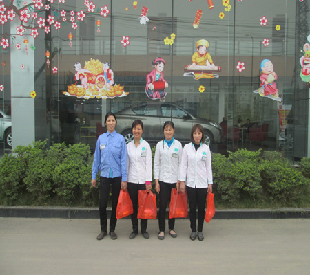 Trao quà tết tại Ô tô Việt Phát