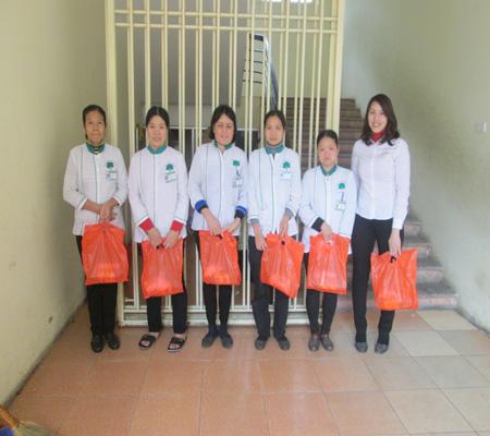 Tặng quà Tết trường THCS Nguyễn Du