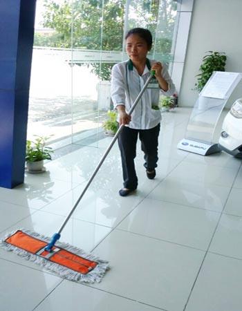 Vệ sinh công nghiệp Cleanhouse Việt Nam cung cấp dịch vụ vệ sinh văn phòng tại showroom ô tô Subaru và Xưởng Ô tô Mazda