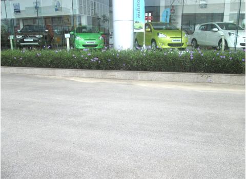 Kiểm tra chất lượng dịch vụ vệ sinh tại điểm ô tô việt hùng